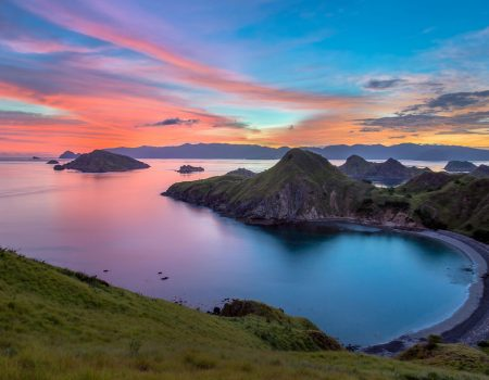 padar-island-sunset---the-icon-of-komodo-national-park---labuan-bajo-in-flores-island--east-nusa-tenggara---indonesia-666311758-5bbf871ac9e77c005173b395